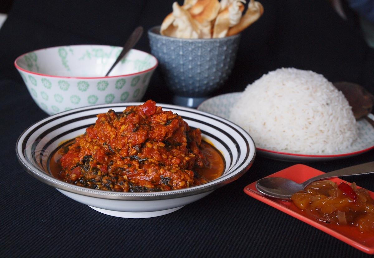 fein gew rzt tomaten spinat curry alles aus dem garten. Black Bedroom Furniture Sets. Home Design Ideas